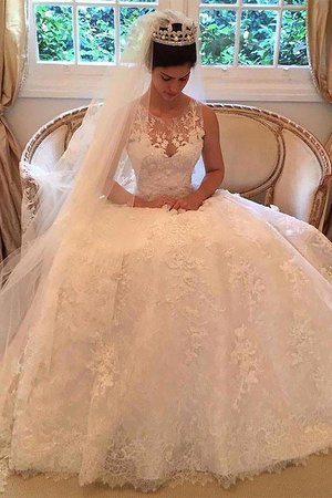 aa30ebdae4 Mariages Les robes pakistanaises ont une large gamme, et en tant que mariée,  vous pouvez choisir parmi les robes Gharara, Sharara, Salwar, Sarees,  Lehenga, ...