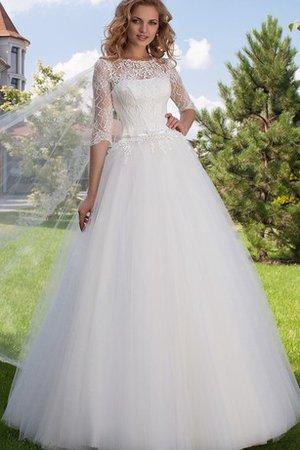 b5b7bb0110 Vous devez essayer plusieurs styles de robe de mariée avant de choisir  «celle-là». Les recherches montrent que la plupart des épouses découvrent  que la robe ...